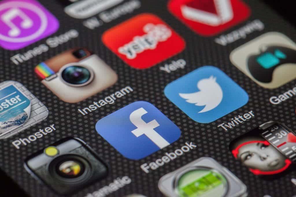 Puedes aprovechar el poder de las redes sociales para tu negocio, creando perfiles en aquellas a los que tus futuros y actuales clientes frecuentan